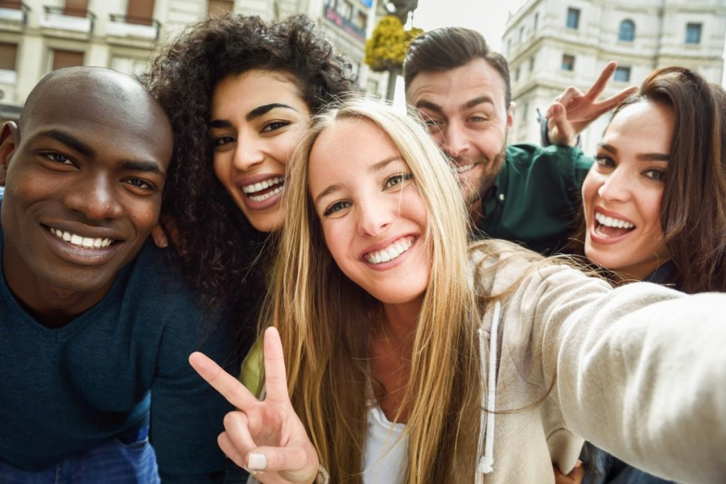 Der erste Schritt zur integrativen Gesellschaft ist ein bewusster Umgang mit der Sprache: Vermeide generell sexistische, rassistische und diskriminierende Elemente im täglichen Sprachgebrauch.